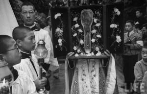 Nagasaki-juin-1949-messe-pontificale-pelerinage-reliquaire-de-saint-Francois-Xavier