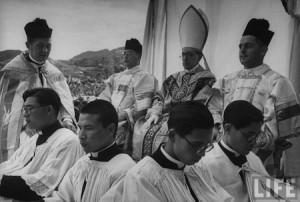 Nagasaki-juin-1949-messe-pontificale